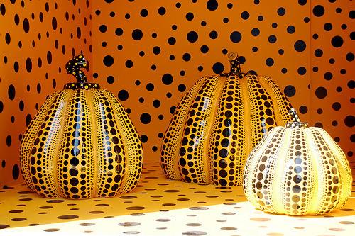 Yayoi Kusama Yellow Black Dots 2
